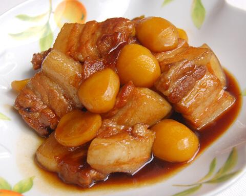 豚バラ肉と栗のにんにく煮込み