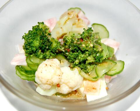 黒にんにくのブロッコリーと カリフラワーのサラダ