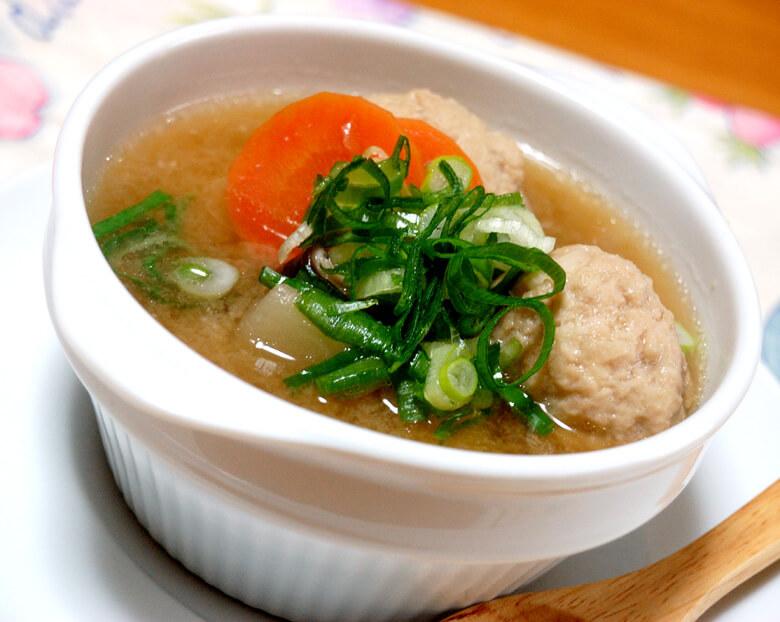 鶏団子の具だくさん味噌スープ