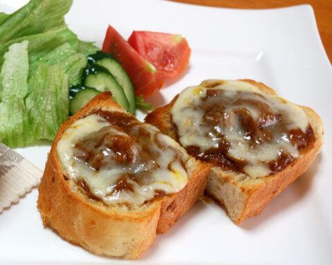 宮崎産マンゴーが入った、カレーピザトースト