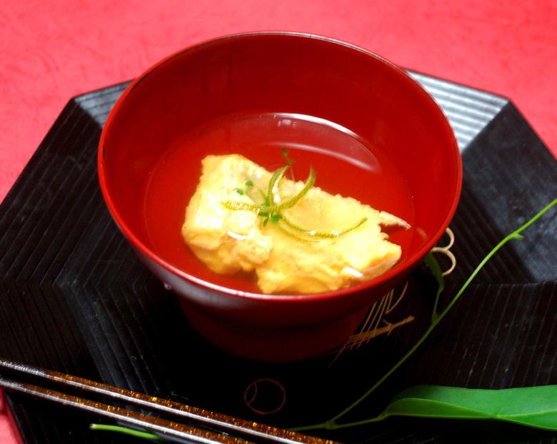 お吸い物 卵の黄身衣 甘鯛のお吸い物