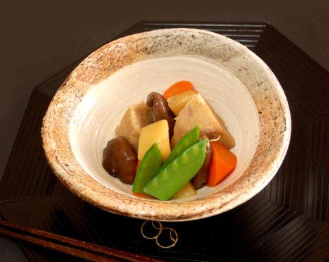 生シイタケと親芋、生姜、揚げにんにくの煮物