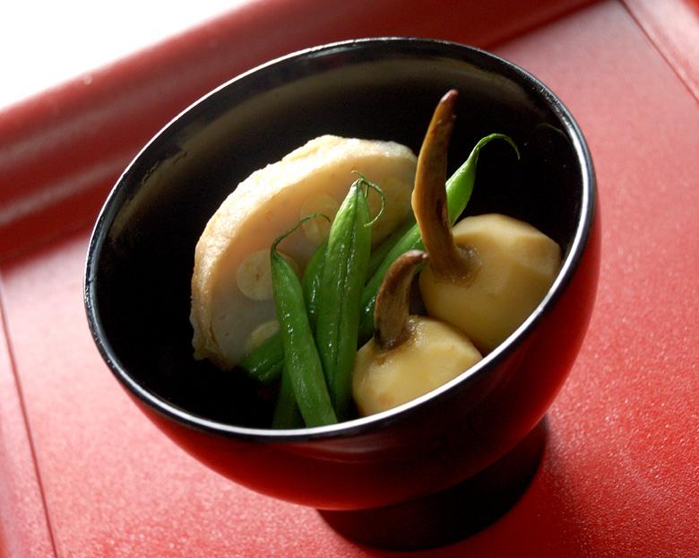 鶏肉のつくね蓮根とくわいの含め煮