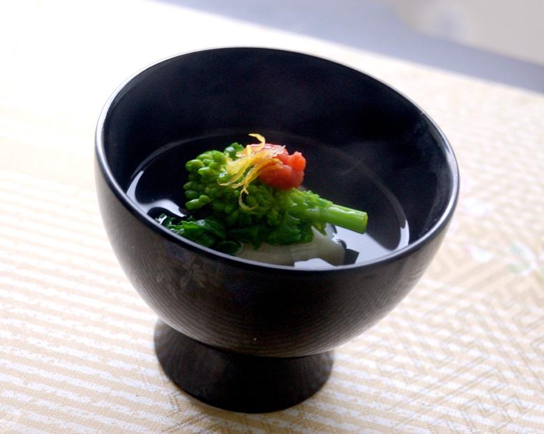 お吸い物 長芋と菜の花の落とし梅のお吸い物