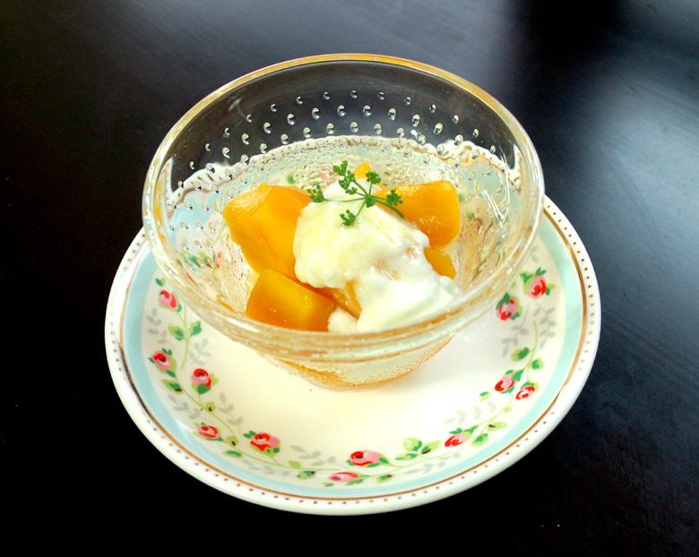 デザート 宮崎マンゴーのヨーグルトはちみつレモンかけ