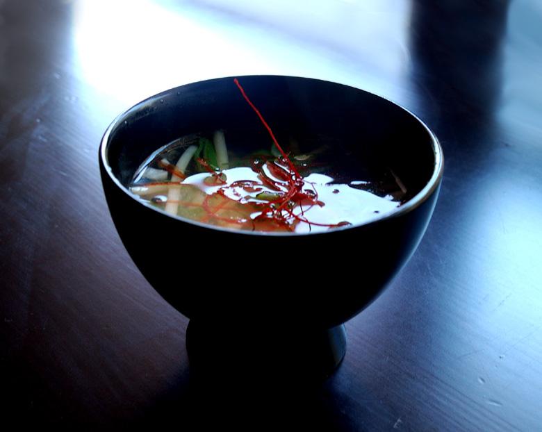 スープ 韓国風もやしと揚げにんにくのスープ