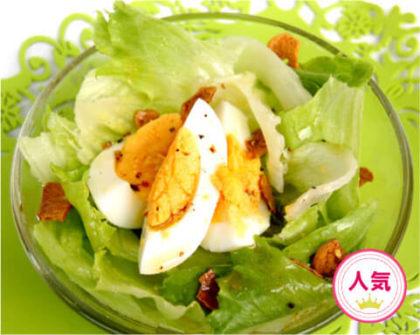 レタスとゆで卵のガーリックサラダ