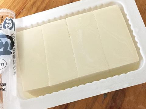 絹ごし豆腐を4等分する