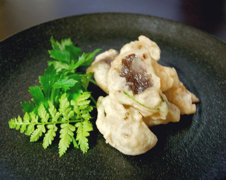 生シイタケの天ぷら シソ・梅肉入り