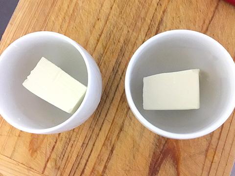 豆腐は器の半量くらいに切る