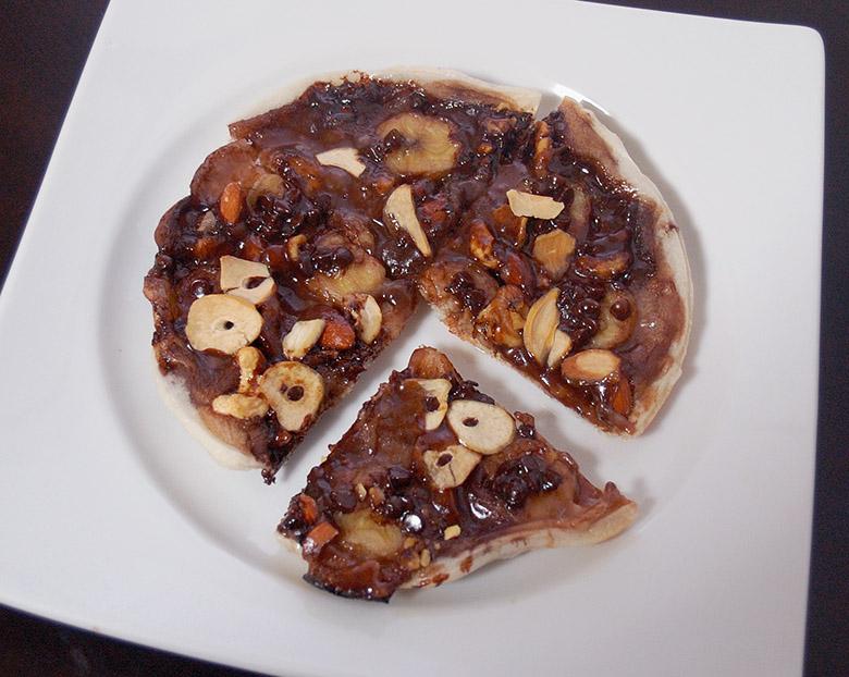 バナナ・ナッツのチョコ餅ピザ
