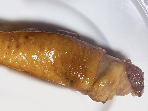 味がしみ込んだら、鴨肉をフライパンから取り出す