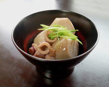里芋とヤリイカの煮物 梅干し風味