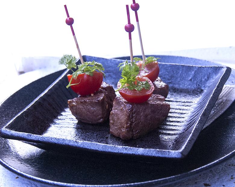 牛肉とミニトマトのピンチョス