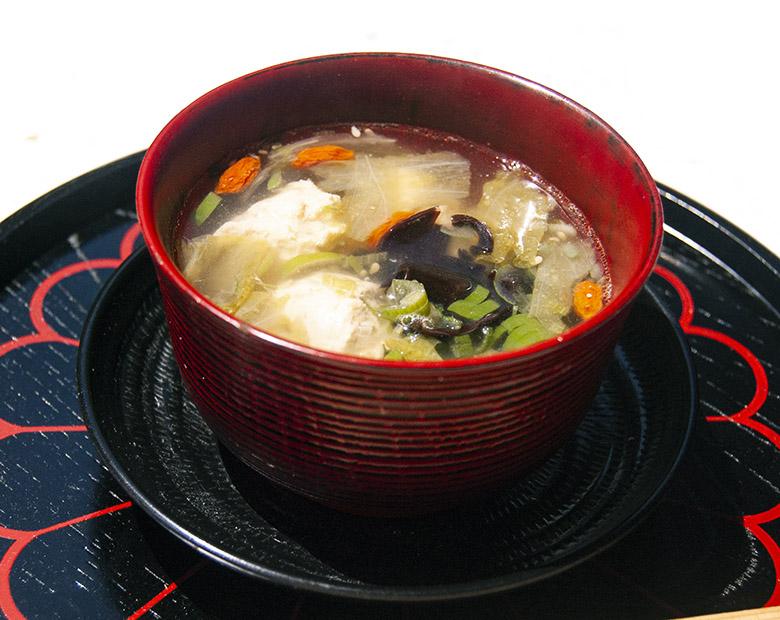 鶏団子と干しシイタケの中華スープ