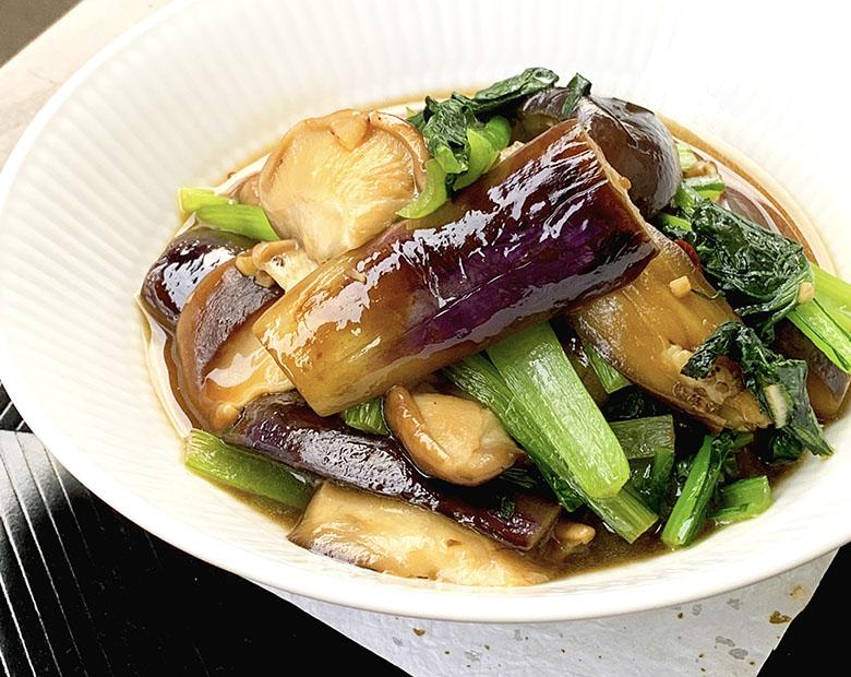 なすと生椎茸、小松菜の炒め物