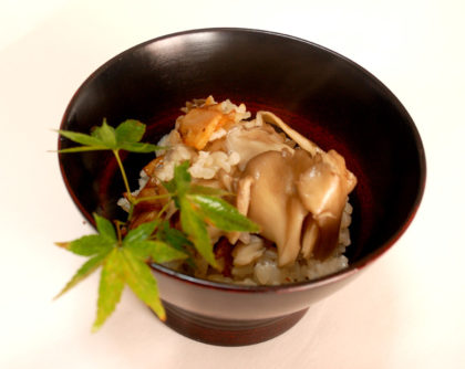 舞茸と揚げにんにくの炊き込みご飯