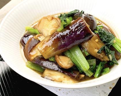 なすと生シイタケ、小松菜の炒め物