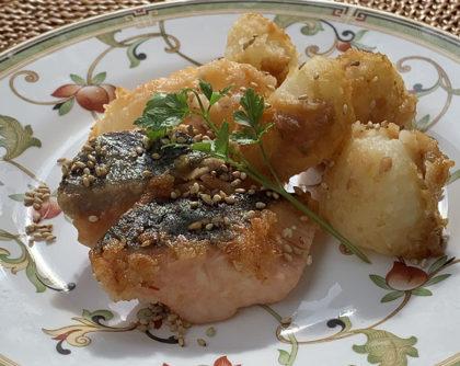 鮭とじゃがいものごま油炒め