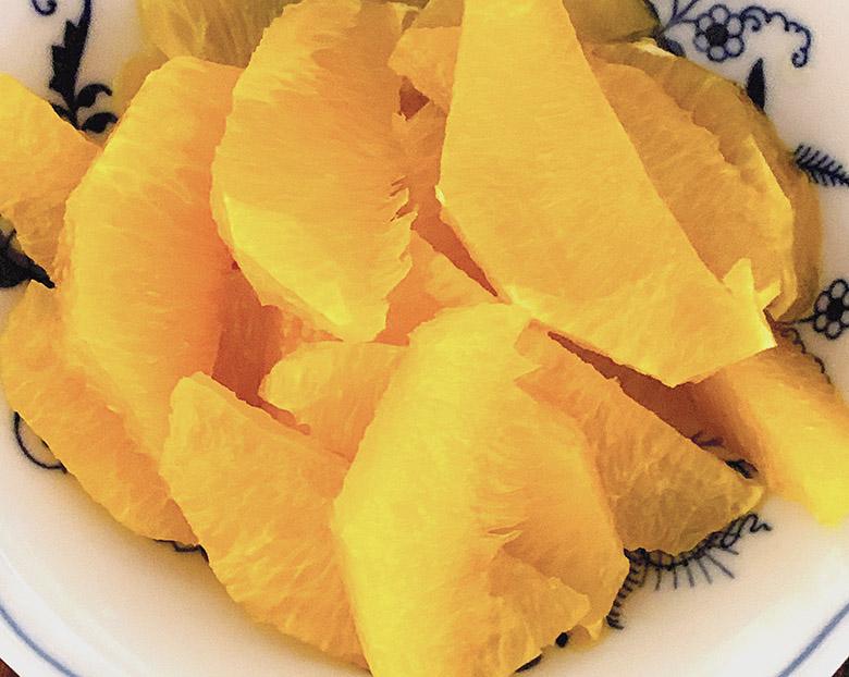 切りとったオレンジの実