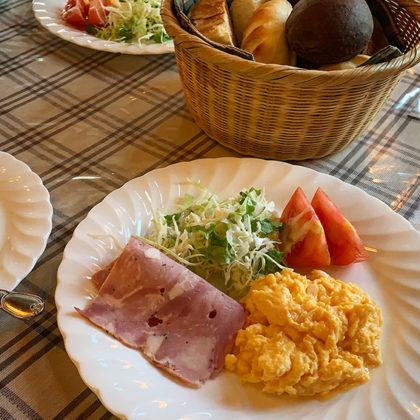 焼き立てパン各種(朝食)