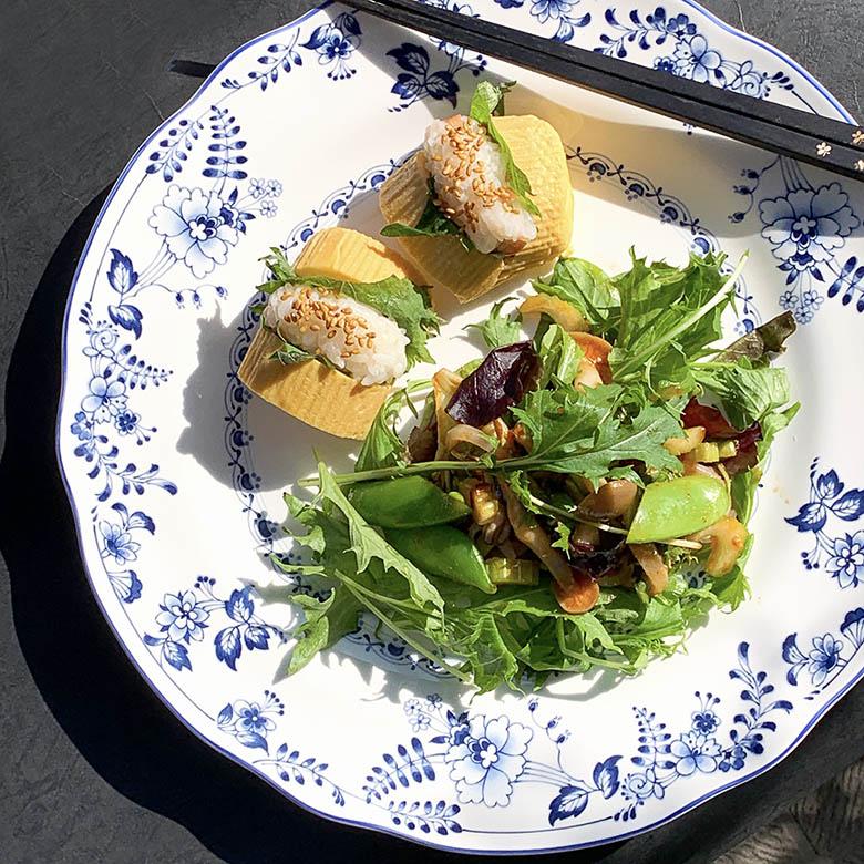 卵焼きご飯とイカとしめじのサラダ
