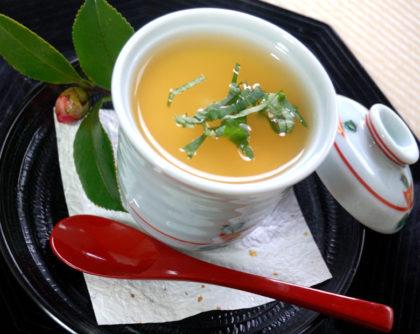 豆腐と揚げにんにくの茶碗蒸し