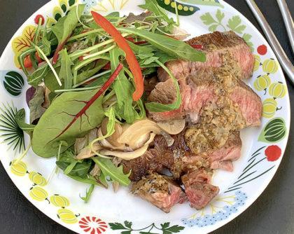 にんにく黒胡椒ステーキご飯 野菜炒め添え