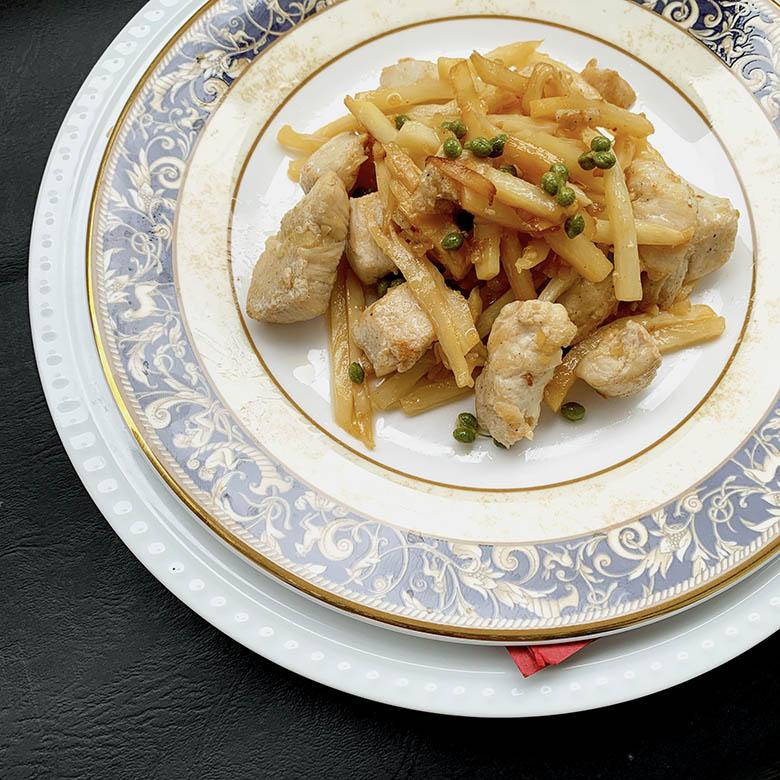 鶏肉とタケノコのにんにく実山椒炒め