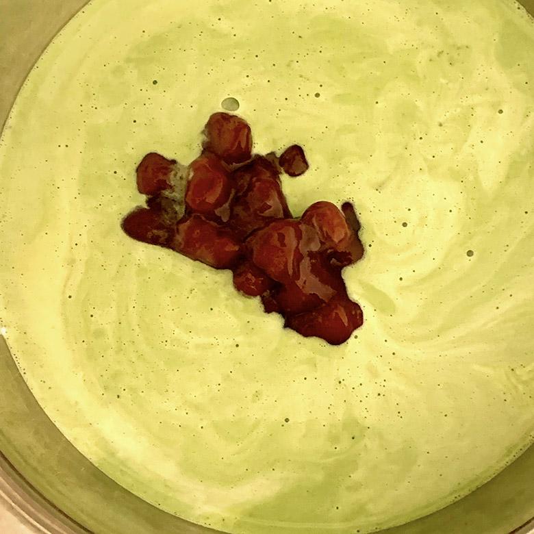 グラニュー糖・生クリーム・豆乳・小豆あんこを入れて混ぜ合わせる